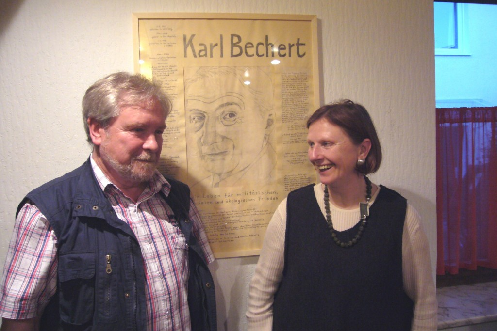 Fotouebergabe Karl Bechert