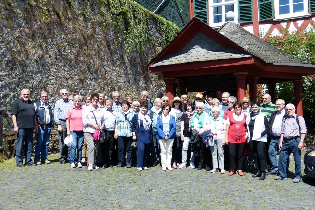 Gutgelaunte Reisegruppe unter sachkundiger Führung von Klaus Leibenath